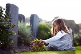 dziecko-na-cmentarzu