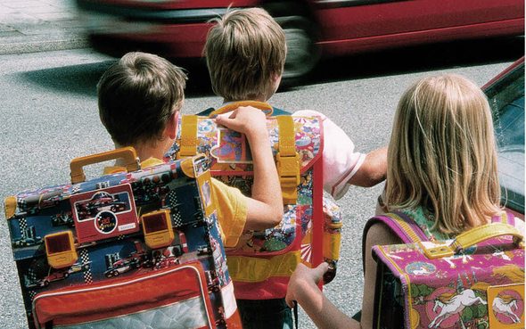 mamawie-kinder-w-drodze-do-szkoly
