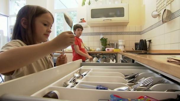 duerfen-kinder-im-haushalt-helfen-oder-muessen-sie-sogar